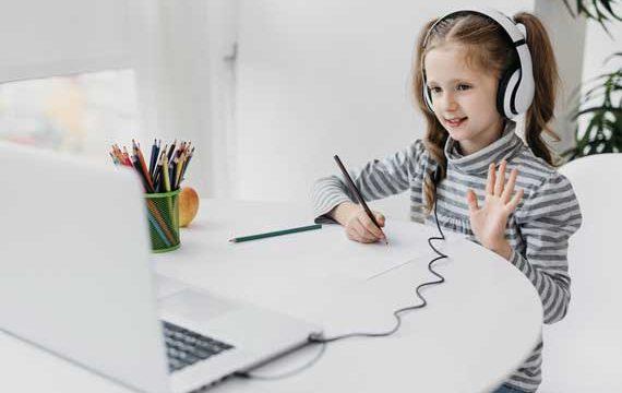 school-girl-wearing-headphones-virtual-school
